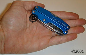 leatherman juice cs4 glacier - closed in hand