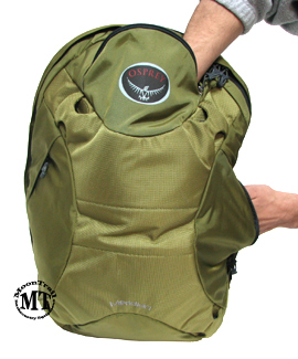 Osprey Meridian wheeled travel pack : outside panel pocket